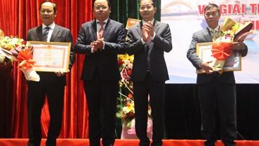 Đà Nẵng: 20 y, bác sĩ được vinh danh tại Lễ trao giải 'Tỏa sáng blouse trắng'