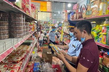 Phát lộ và xử lý nhiều vi phạm về kinh doanh bánh Trung thu