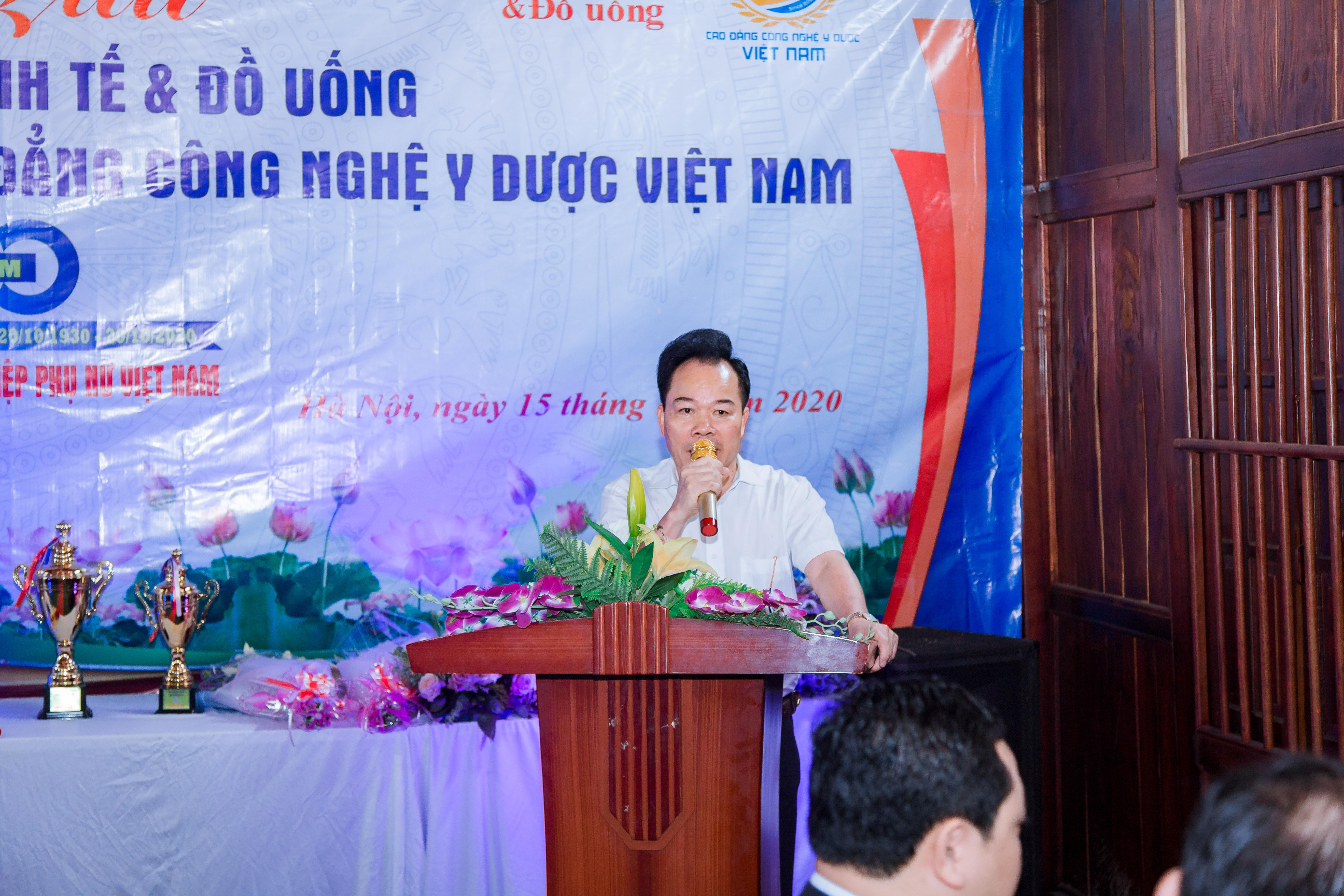 Tổng biên tập Nguyễn Quốc Hùng phát biểu tại buổi giao lưu