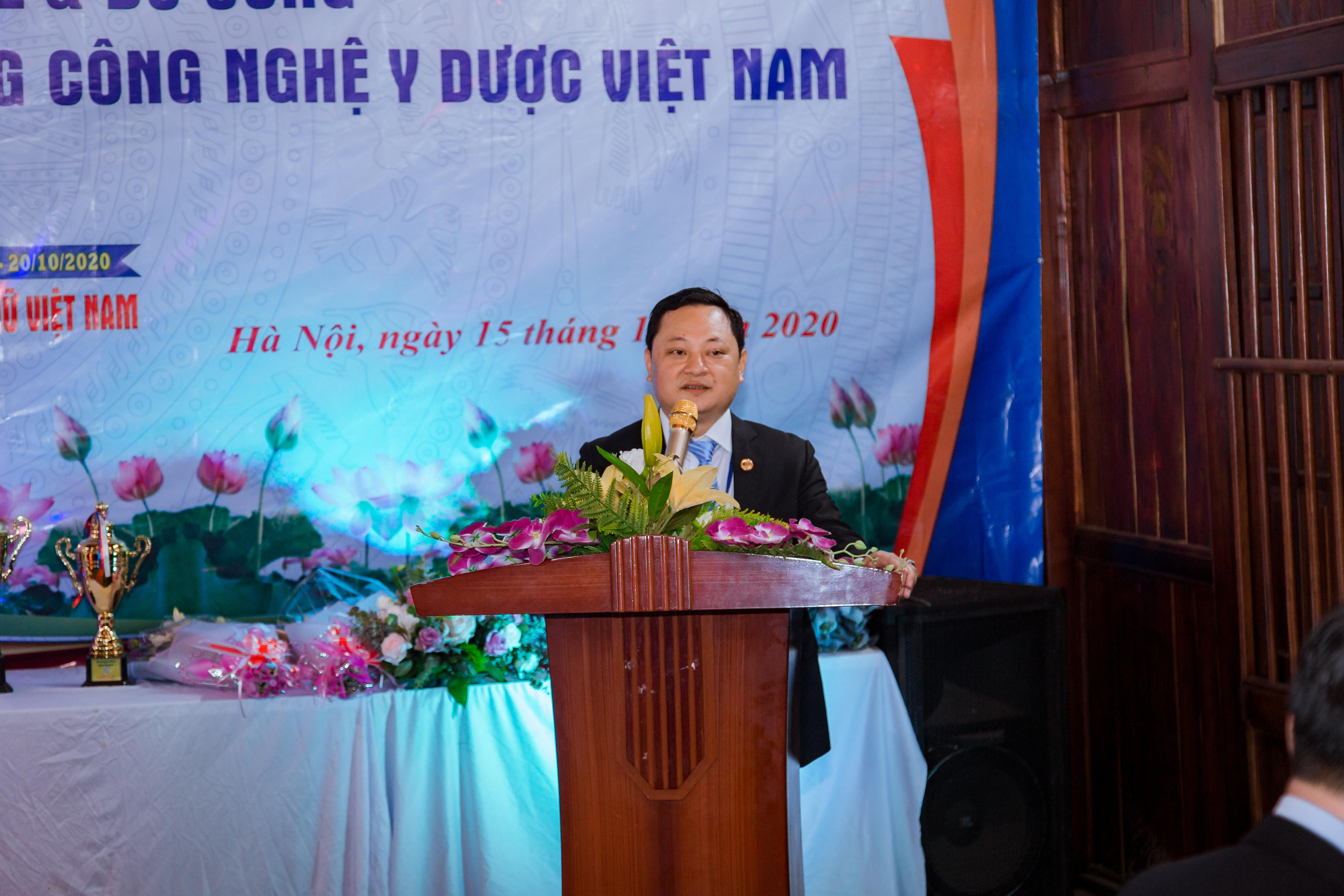 Ông Nguyễn Văn Tuấn – Hiệu trưởng nhà trường phát biểu tại buổi giao lưu