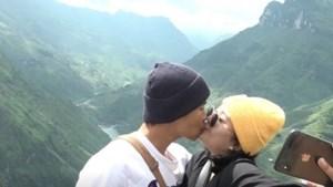 Đôi vợ chồng mới cưới vượt 2.000 km đến Hà Giang tận hưởng kỳ trăng mật