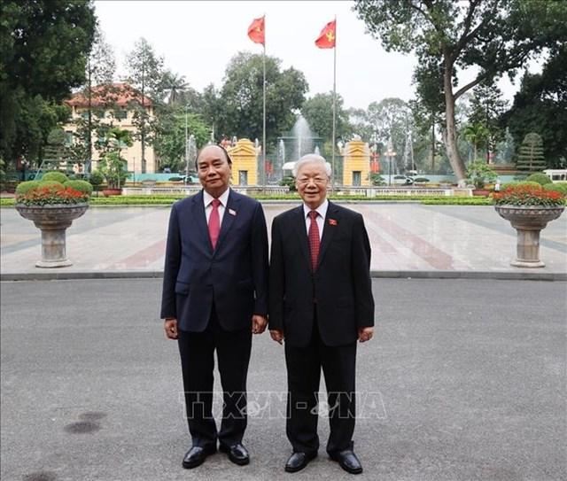 Tổng Bí thư Nguyễn Phú Trọng và Chủ tịch nước Nguyễn Xuân Phúc dự Lễ bàn giao. Ảnh: Trí Dũng/TTXVN