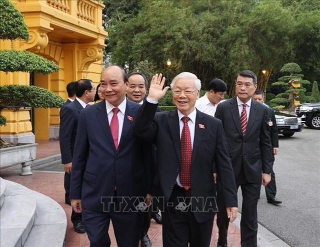 Tổng Bí thư Nguyễn Phú Trọng và Chủ tịch nước Nguyễn Xuân Phúc đến dự Lễ bàn giao. Ảnh: Trí Dũng/TTXVN