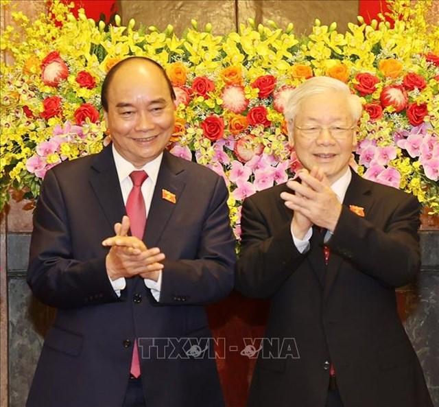 Tổng Bí thư Nguyễn Phú Trọng và Chủ tịch nước Nguyễn Xuân Phúc tại Lễ bàn giao. Ảnh: Trí Dũng/TTXVN