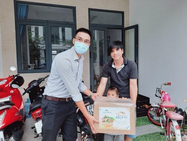 Tập đoàn Thắng Lợi tặng hơn 2.000 thùng quà đến khách hàng trong mùa dịch - Ảnh 6