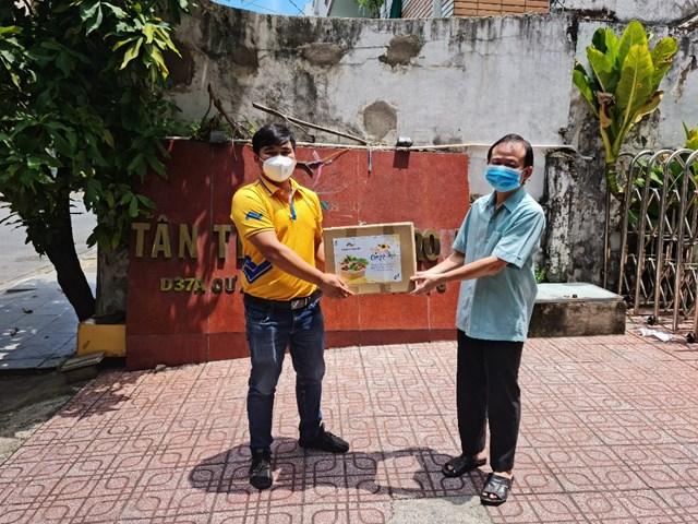 Tập đoàn Thắng Lợi tặng hơn 2.000 thùng quà đến khách hàng trong mùa dịch - Ảnh 5