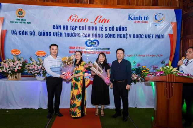 Tạp chí Kinh tế và Đồ uống và Trường Cao đẳng Công nghệ Y dược Việt Nam: Kỷ niệm Ngày Phụ nữ Việt Nam 20/10 - Ảnh 1