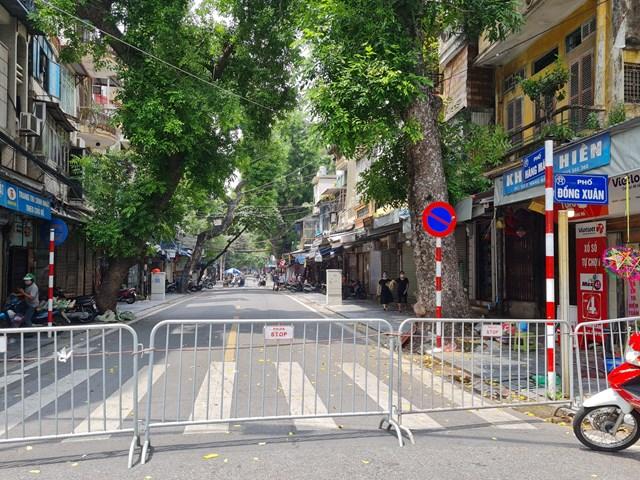Năm nay,lượng khách mua đồ chơi trung thu tại phố Hàng Mã giảm nhiều so với các năm trước