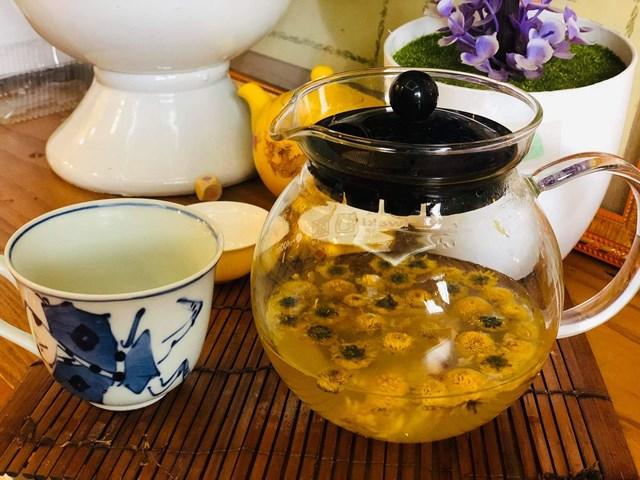 Trà gừng hoa cúc có rất nhiều công dụng tốt cho sức khỏe, tăng sức đề kháng vào những ngày giao mùa.
