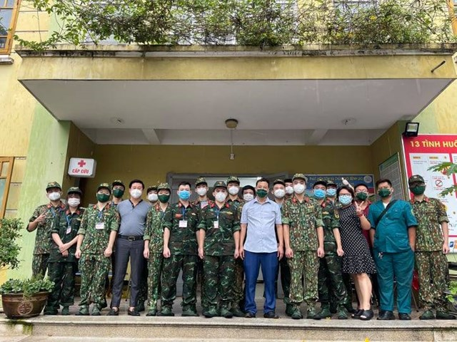 Học viện Quân y hỗ trợ quận Hoàng Mai lấy mẫu xét nghiệm trong những ngày qua.