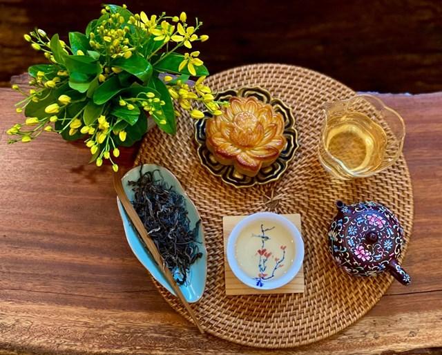 Trà là thức uống truyền thống được lựa chọn để thưởng thức cùng sự ngọt ngào của bánh trung thu.