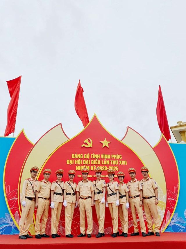 Lãnh đạo Phòng CSGT Công an tỉnh Vĩnh Phúc cùng cán bộ chiến sỹ tại khu vực diễn ra đại hội