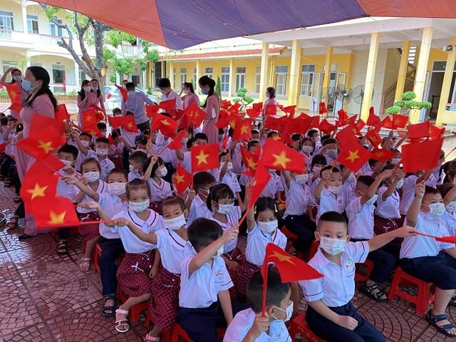 Năm học này, trường Tiểu học Hồng Phong đón 241 em học sinh khối 1.