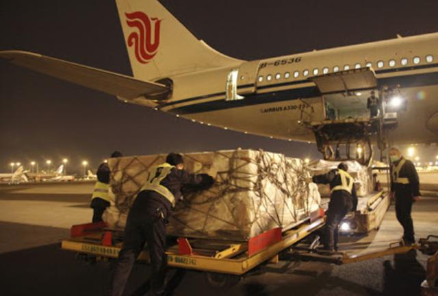 Chính phủ giao BộTài chínhhướng dẫn hồ sơ hải quan đối với hàng hóa nhập khẩu để tài trợ phòng, chống dịch Covid-19.