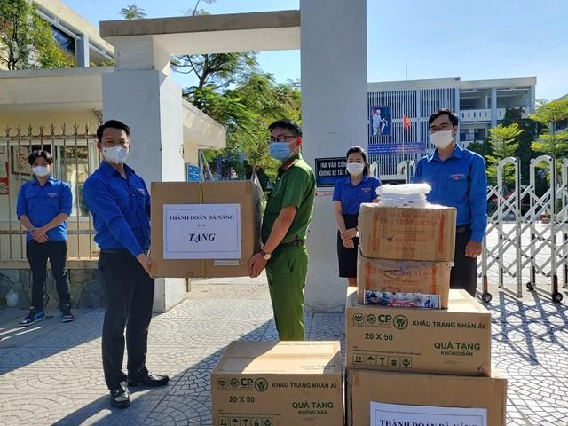 Thành đoàn Đà Nẵng hỗ trợ nhu yếu phẩm cho lực lượng thanh niên tình nguyện tại các khu cách ly.