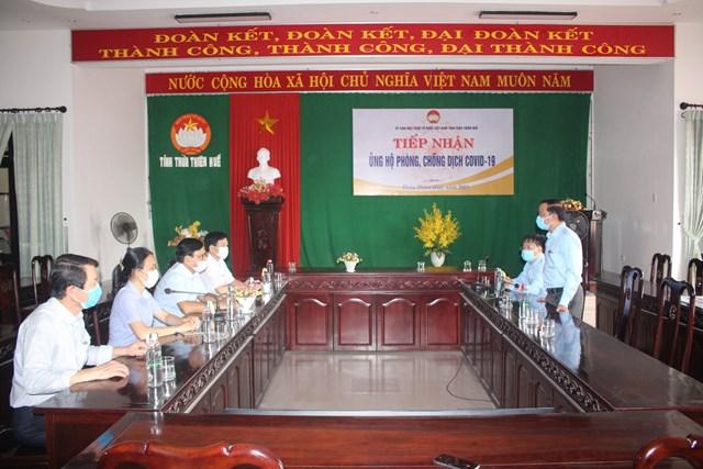 Ông Nguyễn Đại Phúc (Phó Giám đốc Công ty Điện lực Thừa Thiên Huế) phát biểu tại buổi trao ủng hộ Quỹ Vắc-xin phòng Covid-19.