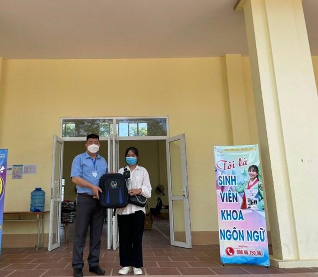 Em Phạm Thị Lệ ở Sơn động – Bắc Giang đã trúng tuyển ngành Ngôn ngữ Hàn ( ảnh do nhà trường cung cấp trước ngày 26/4/20210 )