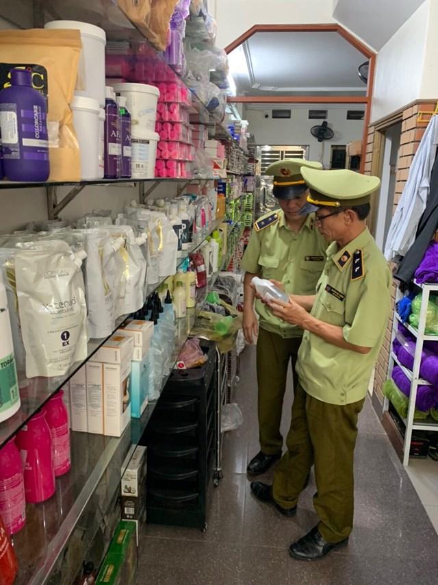 Hải Dương: Tiếp tục ra quân thu giữ hơn 2.000 mỹ phẩm không rõ nguồn gốc - Ảnh 1