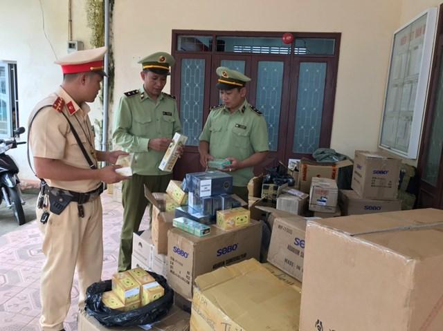 Đắk Lắk: Phát hiện xe tải vận chuyên 1.000 bao thuốc lá lậu - Ảnh 1