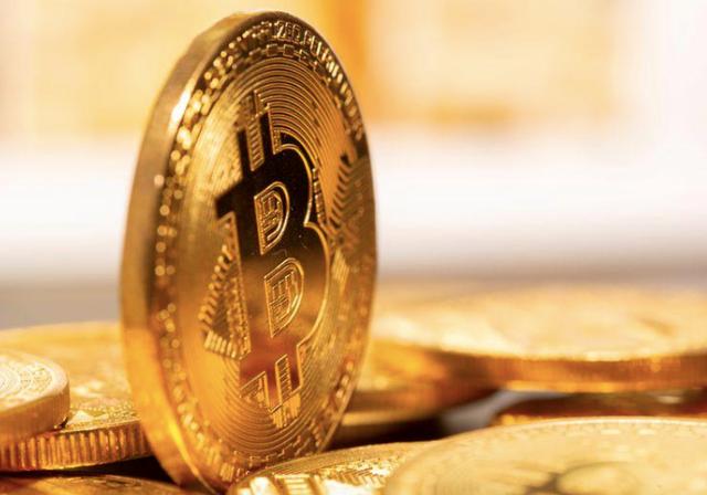 Giá bitcoin hiện vẫn đang tiếp tục tăng mạnh chưa có dấu hiệu dừng (Ảnh: Reuters)