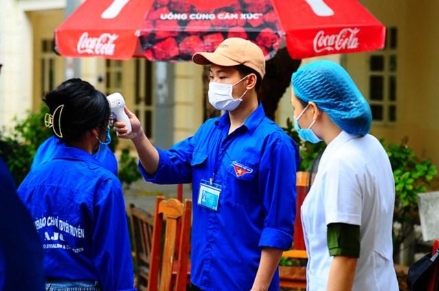 Tại điểm bầu cử công tác đảm bảo an toàn phòng chống dịch bệnh đã được thực hiện nghiêm túc. Ảnh: H.Đ