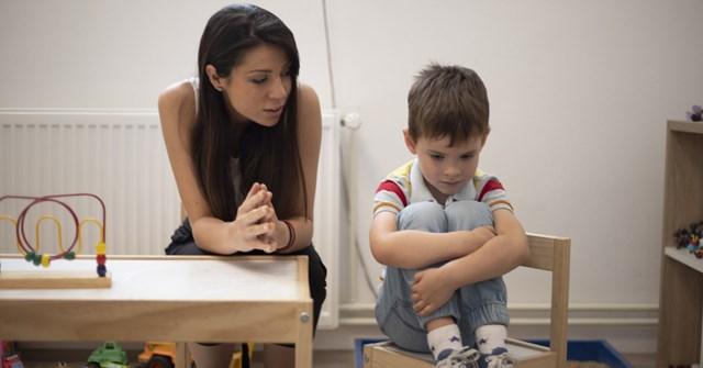 Phụ huynh có con là trẻ tự kỷ cần làm gì để giúp trẻ thích nghi được với cuộc sống trong mùa dịch? - Ảnh: Pixabay.