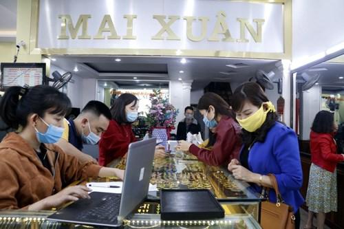 Hà Tĩnh: Người dân chen mua vàng nhân ngày vía Thần tài - Ảnh 1